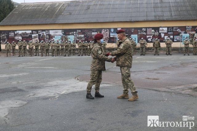 У Житомирі вручили нагороди десантникам із нагоди Дня ДШВ. ФОТО