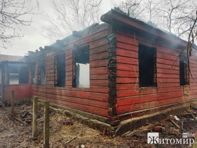 У селі Базар на Житомирщині горів будинок, рятувальники виявили тіло чоловіка. ФОТО