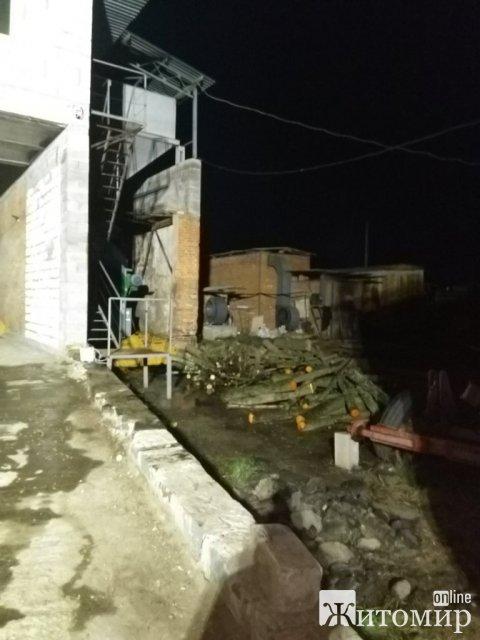 На Житомирщині горіла сушарня: в приміщенні тліла кукурудза. ФОТО