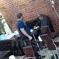 В Питере мужчина умер в кафе, подавившись едой. Никто не обратил внимания
