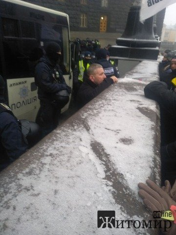 На мітингу у Києві одному з протестуючих стало зле. ФОТО