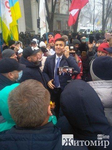 Мітинг у Києві набирає обертів: вже близько 50 тисяч людей. ФОТО. ВІДЕО
