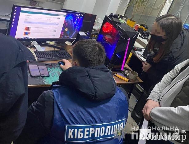 """Житомирянин """"підпільно"""" надав послуги із перепрограмування ігрових консолів Playstation. ФОТО"""