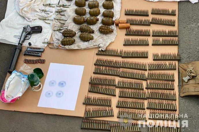 Поліція затримала військових, які торгували зброєю з ООС: операцію готували півроку