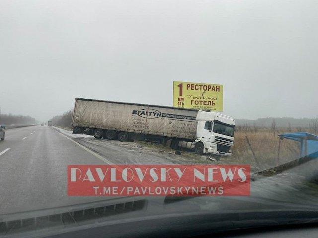 Через ускладнення погодних умов вранці 13 грудня траса Київ – Житомир стала небезпечною для проїзду.