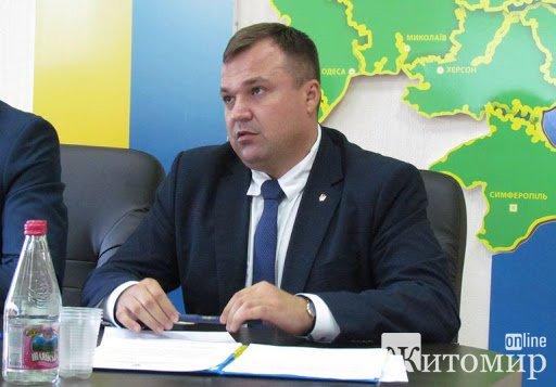 Колишній заступник голови Житомирської облради опублікував декларацію перед звільненням: більш пів мільйона зарплати та новий автомобіль