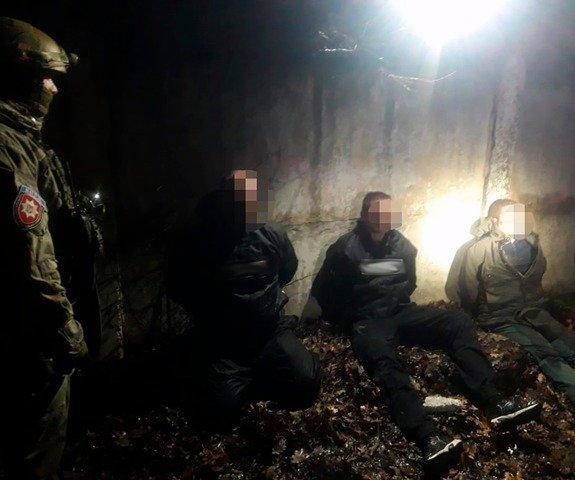 На Житомирщині затримали міжрегіональну групу, яка вчиняла грабежі та розбійні напади на офіси. ФОТО