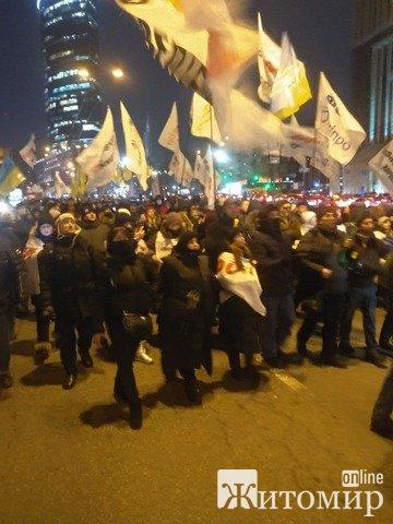 """Предпринимателям не дали пройти маршем к Офису президента, они направляются к дворцу """"Украина"""". ФОТО"""