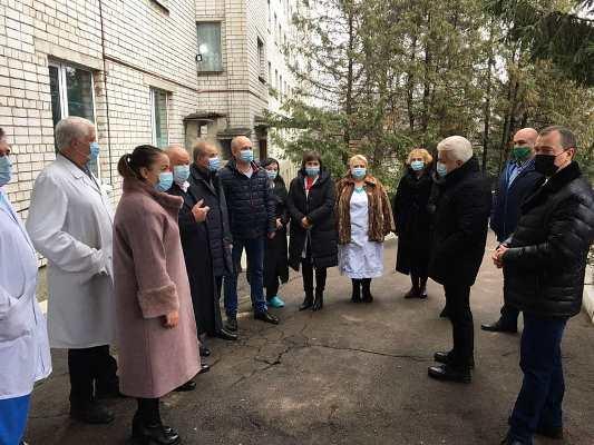 У Малині і Радомишлі Володимир Литвин найпершим чином відвідав лікарні