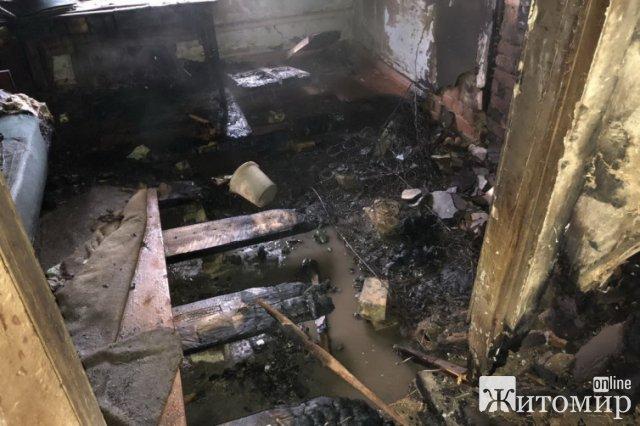 У Житомирі горів будинок: в приміщенні знайшли тіло чоловіка. ФОТО