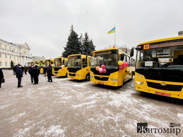 Громади Житомирщини отримали 16 шкільних автобусів. ФОТО
