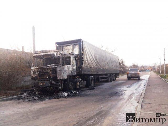 У Бердичеві та районі горіли вантажівки. Фото