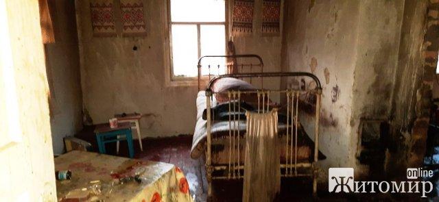 Під час пожежі в Житомирській області рятувальники виявили чоловіка, фельдшер констатував смерть. ФОТО
