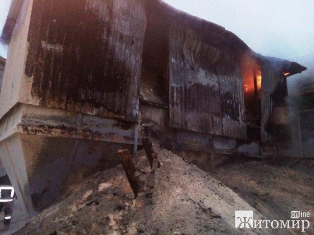 На підприємстві неподалік Житомира горів бункер з тирсою. ФОТО