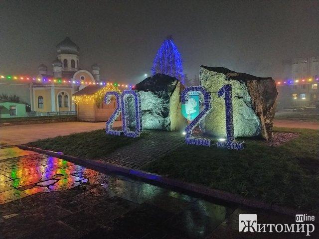 Малин не Житомир: у райцентрі встановили елементи садиби святого Миколая. ФОТО