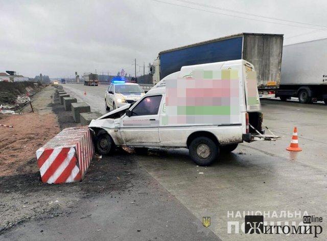 У Житомирському районі ЗАЗ зіштовхнувся з вантажівкою, двоє потерпілих. ФОТО