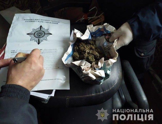 На Житомирщині поліція виявила в чоловіка наркотичну речовину. ФОТО