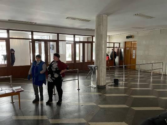 Охоронці житомирської міської ради не пускають в приміщення журналістів