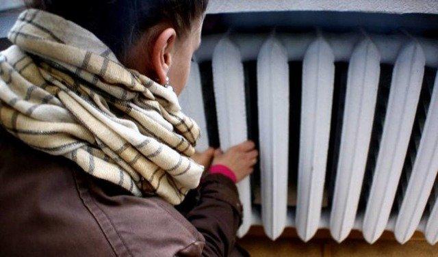 У житомирському будинку температура в оселях на рівні 11°, а міськрада порадила вкритись двома ковдр ...