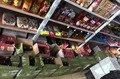 На житомирському ринку виявили та вилучили понад 600 пляшок нелегального алкоголю
