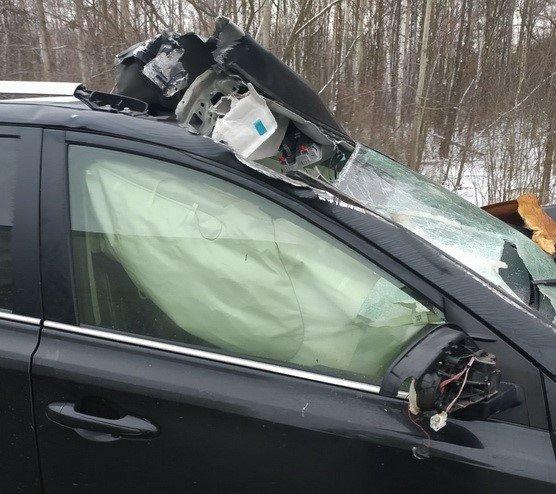 У Житомирському районі Toyota врізалася у відбійник. ФОТО