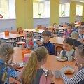Медогляди, заборона снеків та дієтменю: в Україні набув чинності санітарний регламент для шкіл
