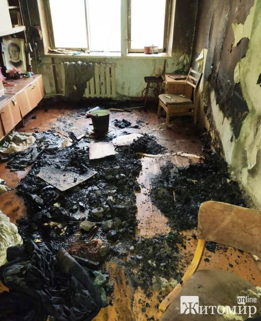 У Новограді-Волинському горіла квартира в багатоповерхівці, евакуювали вагітну жінку. ФОТО