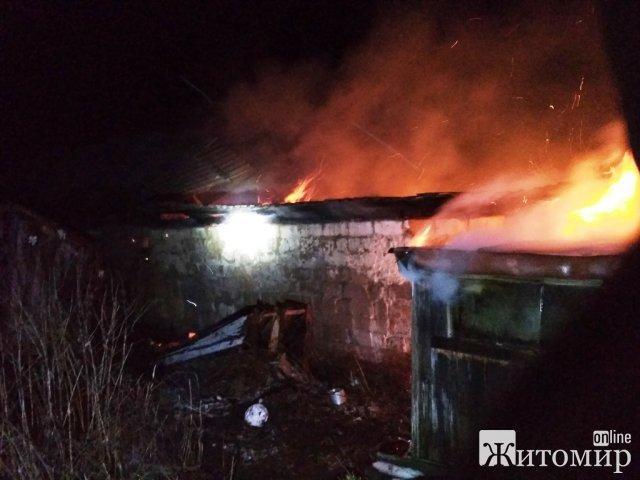 На Житомирщині рятувальники за добу тричі виїжджали гасити загорання в господарчих будівлях. ФОТО