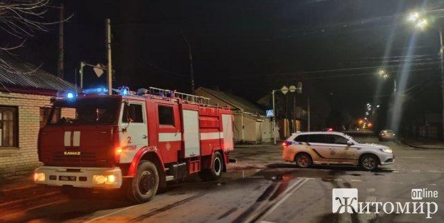 У Житомирі горів будинок на чотирьох господарів: рятувальники виявили тіло жінки. ФОТО
