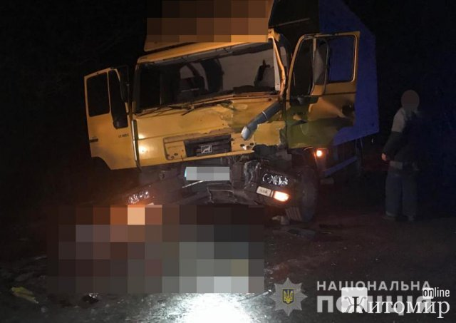 На автодорозі в Житомирській області MAN врізався в ЗІЛ, що стояв на дорозі: двоє осіб загинули. ФОТО
