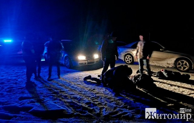 На Житомирщині чоловіка, що привіз віддати борг, завезли в лісосмугу, побили та відібрали цінні речі. ФОТО