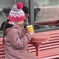 Житомиряни п'ють каву на вулицях міста в п'ятнадцятиградусний мороз. ФОТО