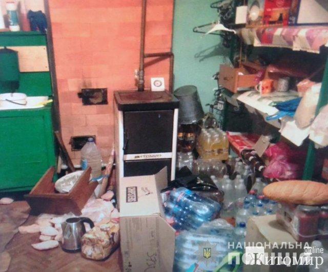 У селі Житомирської області зі складу невідомі викрали кілька ящиків з алкоголем та енергетиками. ФОТО