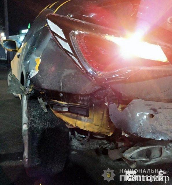 На перехресті в Житомирі зіштовхнулись Hyundai та Geely. ФОТО