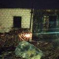 На Житомирщині горів будинок в дачному масиві, на ліжку рятувальники виявили обгоріле тіло чоловіка. ФОТО