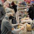 Продавці популярного житомирського маркету скаржаться на захисні шолому із пластику. ФОТО