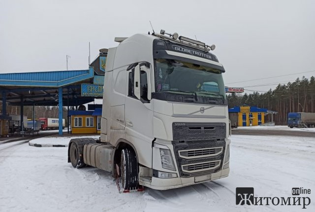 На житомирському кордоні виявили вантажівку, яку розшукував Інтерпол. ФОТО