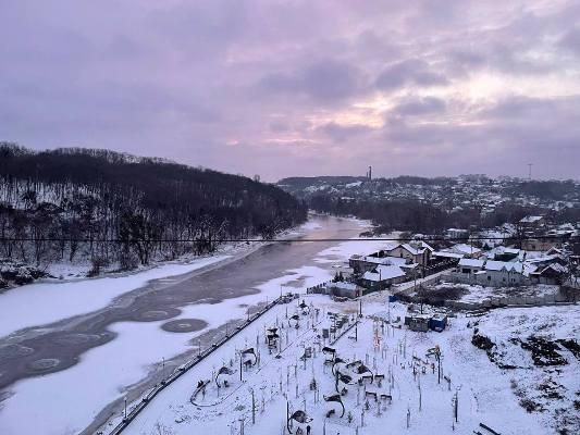 Вид на долину Тетерева з пішохідного мосту в Житомирі. ФОТО