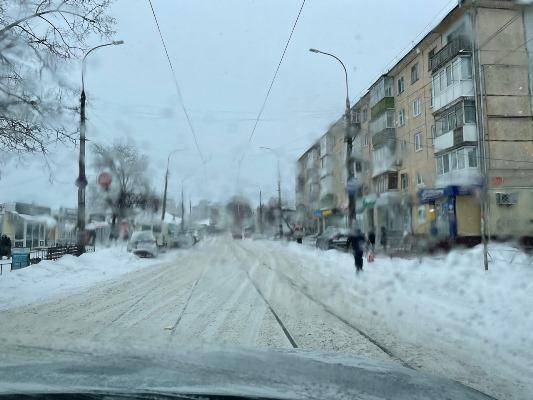 Житомирські водії скаржаться, що на вулицях міста немає снігоприбиральної техніки. ФОТО