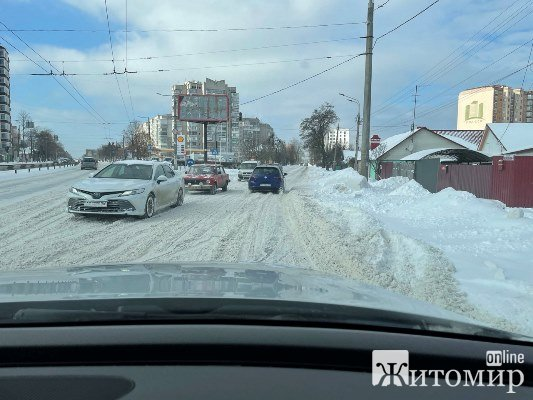 Житомиряни обурюються не почищеними від снігу центральними вулицями міста. ФОТО