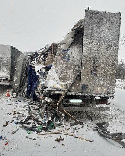 У Баранівському районі сталася ДТП за участю двох вантажівок. ФОТО