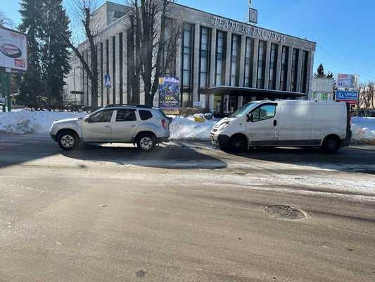 На Соборному майдані у Житомирі - аварія. ФОТО