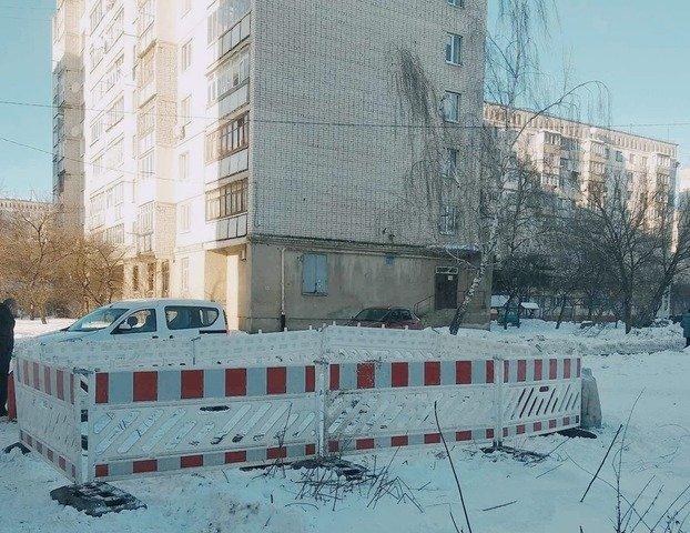 У Житомирі провалився каналізаційний колектор. ФОТО