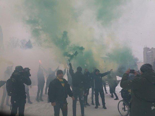 Ультрас у Житомирі палили фаєри і вимагали завершити 15-річний ремонт стадіону