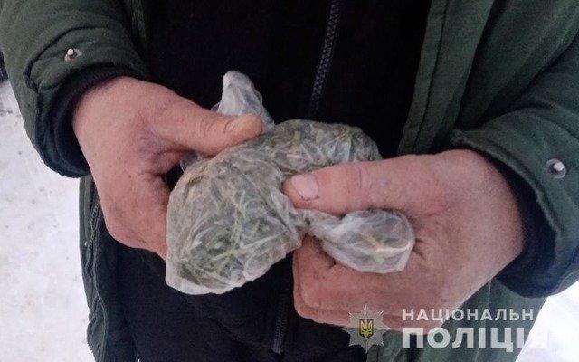 У Любарі у двох чоловіків виявили наркотичні речовини. ФОТО