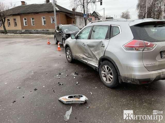 Аварія на перехресті вулиць Івана Мазепи та Гоголівської у Житомирі. ФОТО