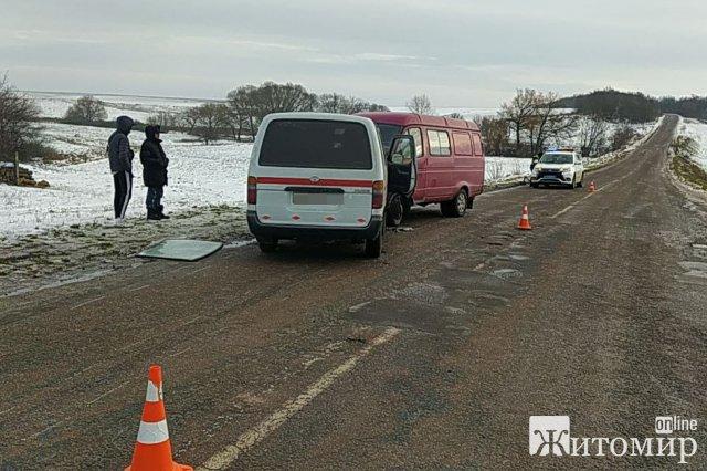 На автодорозі в Житомирській області зіштовхнулись два буси, постраждали троє. ФОТО