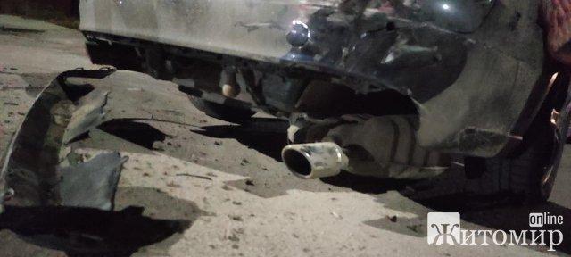 Житомирянка просить допомогти знайти винуватця  ДТП, який в'їхав у припаркований автомобіль. ФОТО