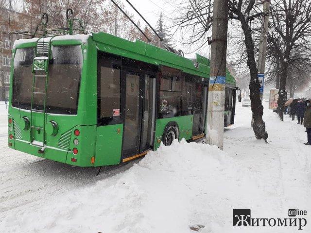 Білоруські тролейбуси не витримують житомирської зими. ФОТО