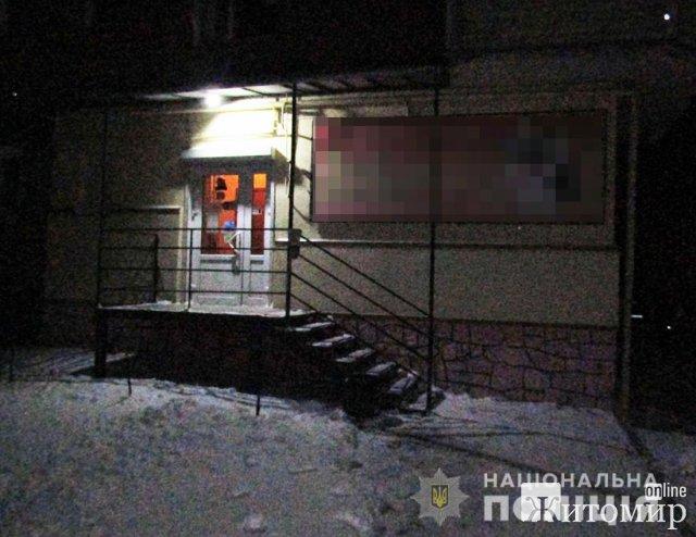У Новограді-Волинському львів'янин, погрожуючи ножем продавчині в магазині, забрав гроші з каси. ФОТО
